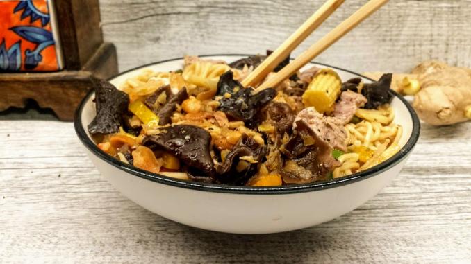 blanc de poulet au champignons noirs et nouiles chinoises